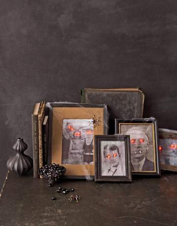 10_paranormal_protraits_halloween_decorations