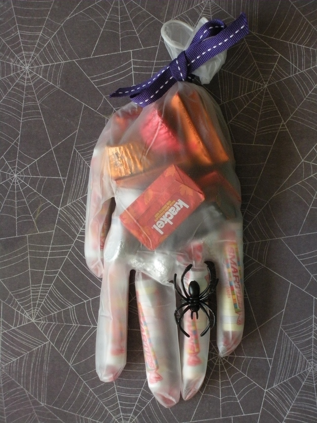 18_hand_bag_treat_halloween