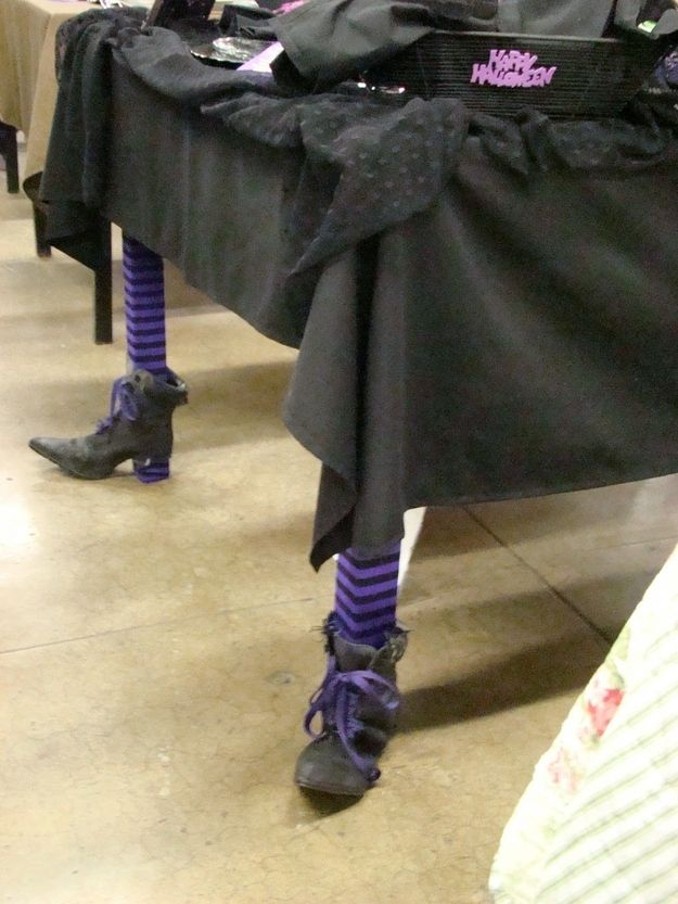 9_witch_legs_table_halloween_decorations