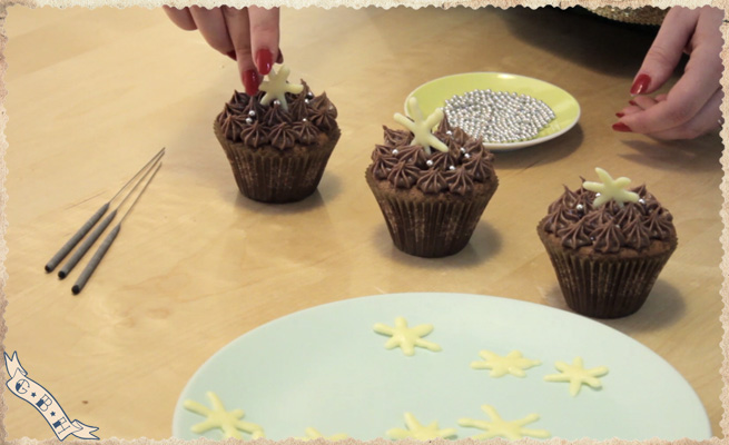 new-year-chocolate-cupcakes-decoration