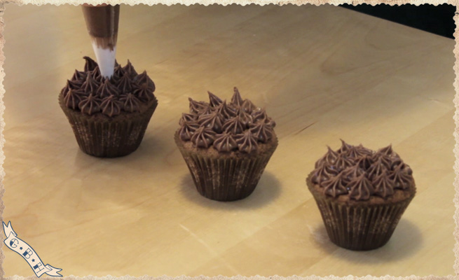 new-year-chocolate-cupcakes-topping