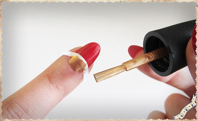 step4-Gold-Half-Moon-Vintage-manicure