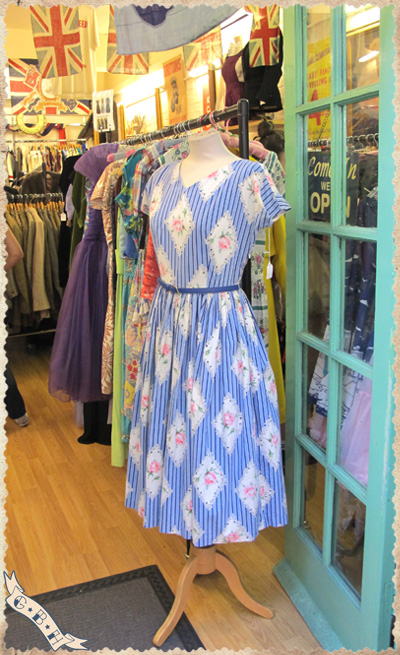 360-degrees-vintage-dress